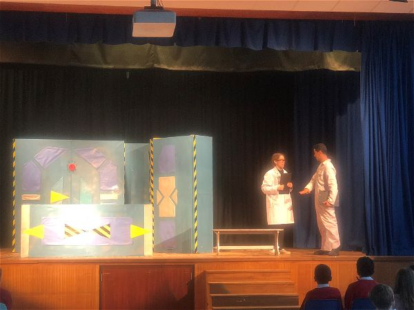 Photo 2 - The Onatti French Beginners Play 'Ticket pour l'espace'