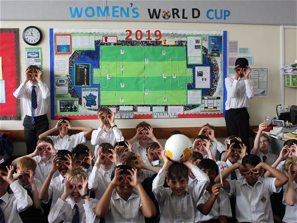 Photo 3 - STRS Year 7s support the Lionesses